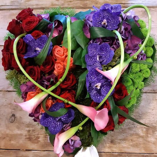 Bloemen zeggen iets over uw overleden dierbare en geven letterlijk kleur aan een moment wat al zwaar genoeg is. Als u bloemen uitzoekt voor de uitvaart van uw dierbare adviseer ik u om bij de bloemist langs te gaan.