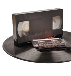 Onze herinneringen zijn dierbaar en onvervangbaar. Digitale Nazorg vindt het daarom belangrijk nabestaanden erop te wijzen dat zij alles kunnen digitaliseren wat te vinden is op cassettebandjes, tapes, foto's, dia's, videobanden of Super-8.