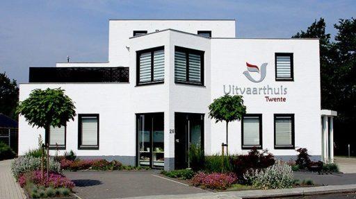 Voor een uitvaart in Almelo kunnen wij gebruik maken van het Uitvaarthuis Twente van onze collega Erik Korte Uitvaartverzorging.